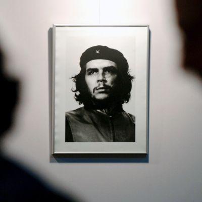 Alberto Kordan  Che Guevarasta ottama kuuluisa valokuva esillä argentiinalaisessa museossa.