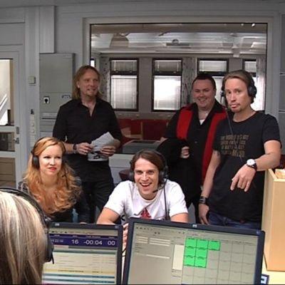 Elonkerjuu-yhtye Pohjanmaan Radion studiossa.