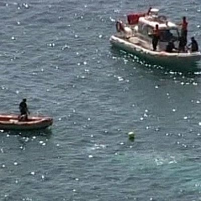 Uponnut pakolaisia kuljettanut laiva.