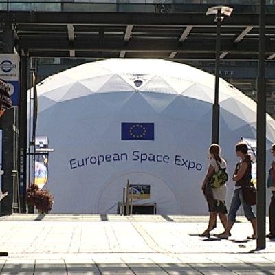 European Space Expo laskeutui Helsingin Narinkkatorille.