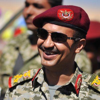 Ahmed Ali Abdullah Saleh hymyilee.