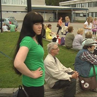 Avustajia Rakkauden rasvaprosentti -elokuvan kuvauksissa Sonkajärvellä.
