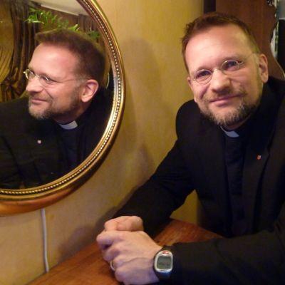 Piispainkokouksen pääsihteeri Jari Jolkkonen.