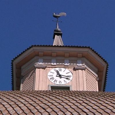 Vimpelin kirkon paanukatto kunnostetaan 5-10 vuoden välein.