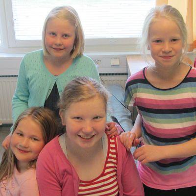 Kuvassa Kälviän musiikkileirille osallistuvat Alina Matilainen, aada Puutio, Venla Suni ja Iida Laine