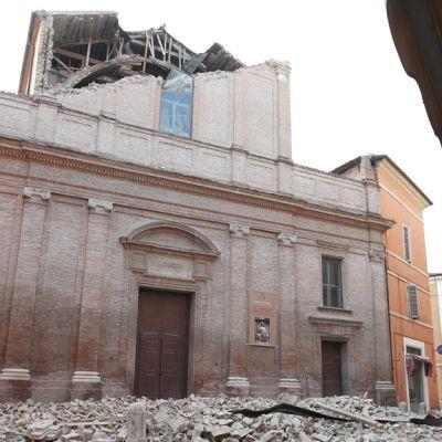 Tuhoutuneen talon rauniot Modenassa 20. toukokuuta 2012.