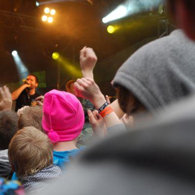 Yleisöä Provinssirockissa