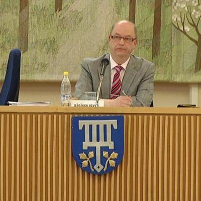 Lohjan kunnanvaltuusto kokoontui päättämään kuntaliitoksesta SDP:n Pekka Räsäsen johdolla.
