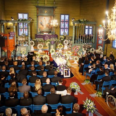 Siunaustilaisuus Blomvagin kirkossa, joka sijaitsee Bergenin lähellä Norjassa.