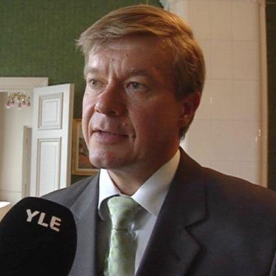 Antti Rantakangas haluaisi, että valtakunnallisia tehtäviä siirrettäisiin maakuntiin.