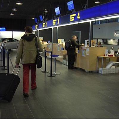 Jyväskylän lentoliikenteeseen haetaan nyt ympäristökuntien tukea.