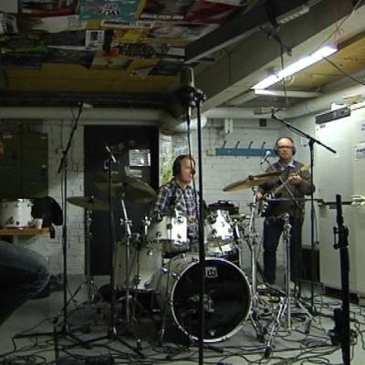 Ako Kiiski, Kalle Torniainen ja Sami Pitkämö livestudiosssa.