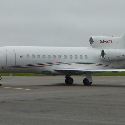 Monacon valtiolle rekisteröity lentokone Kajaanissa.