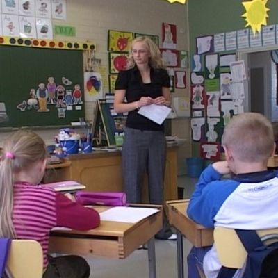 Oppilaita tunnilla Vainikkalan koulussa helmikuussa 2009