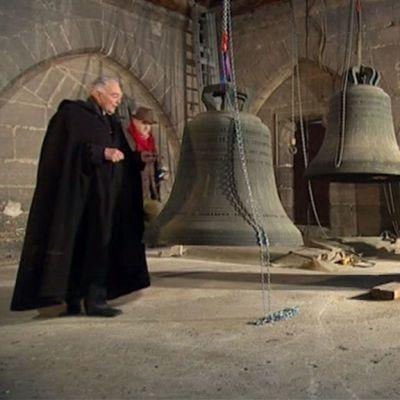Notre Damen katedraalin kellot laskettiin alas.
