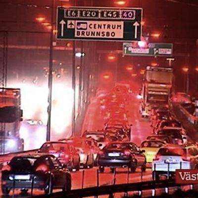 Ruuhkaa myrskyisässä säässä Göteborgissa.