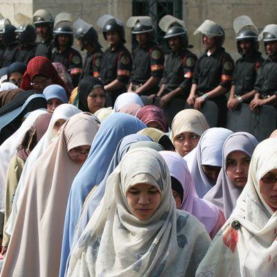 Muslimiveljeskuntaan kuuluvat naisopiskelijat osallistuivat mielenosoitukseen Egyptin nykyhallintoa vastaan Kairossa helmikuussa 2016.