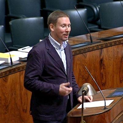 Arhinmäki eduskunnan budjettikeskustelussa 12. lokakuuta.