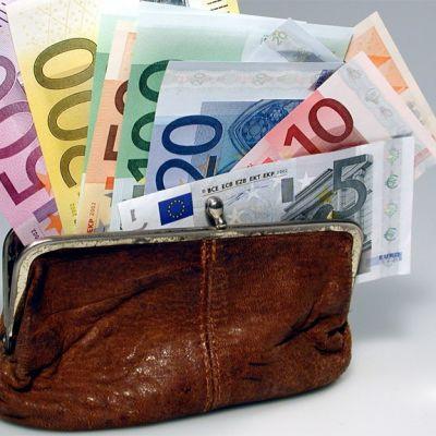 Seteleitä rahapussissa.