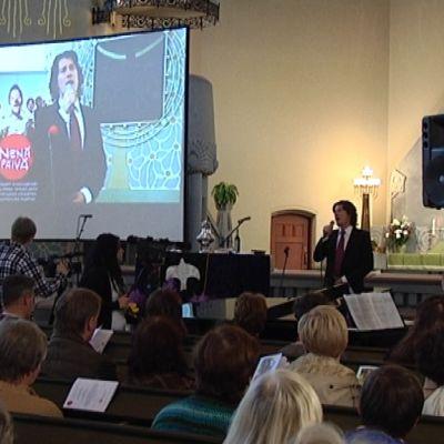 Tomi Metsäketo hurmasi kirkkokonsertissa.