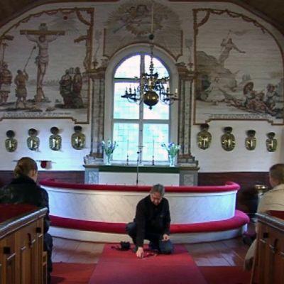 Kempele vanha kirkko kirkkohauta alttari