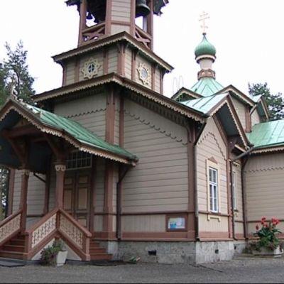 Koristeellinen ortodoksinen puukirkko.
