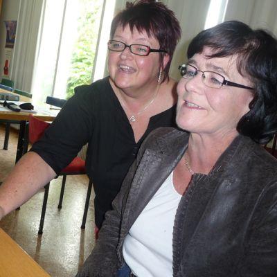 Ringa Kotanen ja Raija-Liisa Niemi ovat Kasso isse -murresivuston vakituisia käyttäjiä.