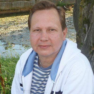 Kuvassa musiikkiterapeutti Petri Anttila