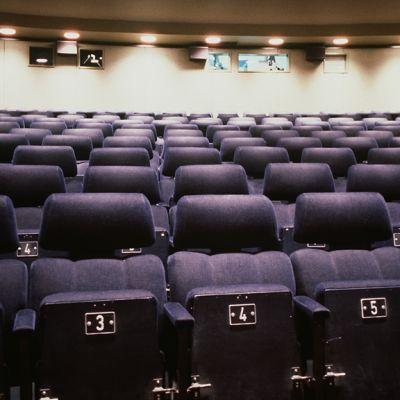 Tyhjä elokuvateatterin sali.
