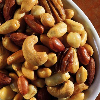 pähkinöitä kulhossa