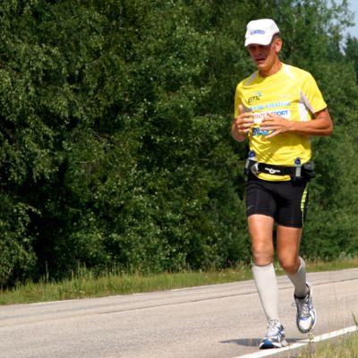 Keijo Ikäläinen juoksumatkallaan läpi Suomen.