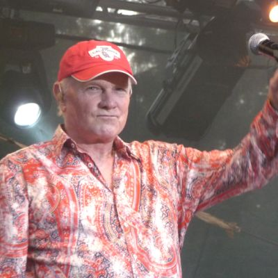 The Beach Boys soitti Sierasaaren rannassa 1500 kuuntelijalle.
