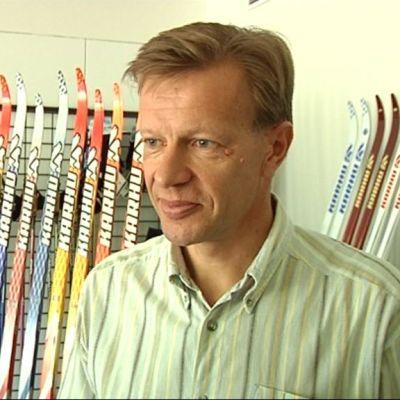 Tehtaanjohtaja Harri Kirvesniemi.