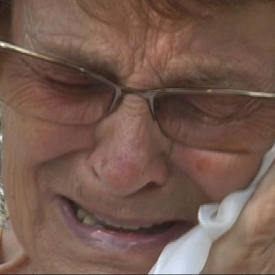 Lyyli Arhipov itkemässä.