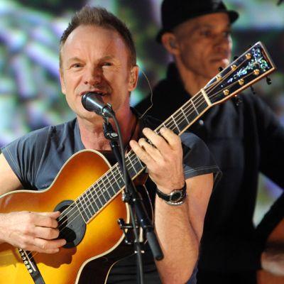 Sting esiintyy  televisiokonsertissa Haitin uhrien hyväksi New Yorkissa 22.1.2010.