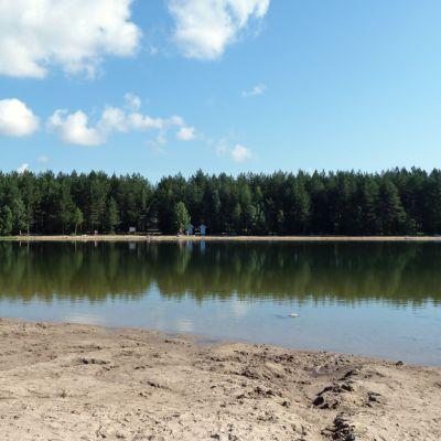 Lämsänjärvi on suosittu oululaisten uimapaikka.