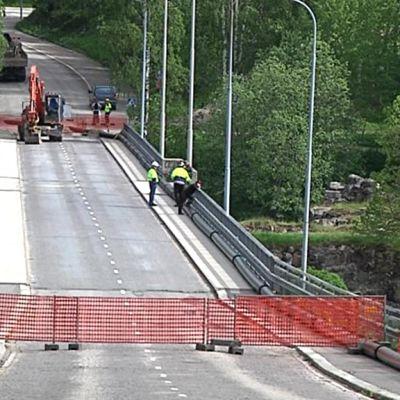 Liikenteeltä suljettu Linnansilta Kajaanissa.