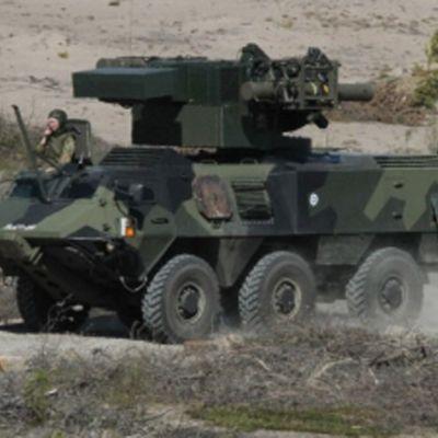 Kuvassa Puolustusvoimien  ITO90M  ohjusvaunu