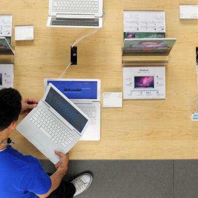 Applen kannettavia tietokoneita Tokiolaisessa liikkeessä.