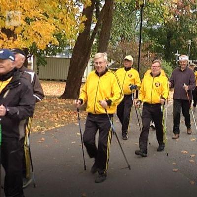Aarnen talli on tärkeä liikuntamuoto iäkkäille miehille.
