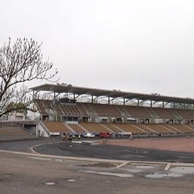 Kenttäremontti käynnissä Paavo Nurmen stadionilla.