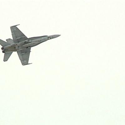 Hornet-hävittäjä.