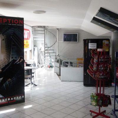 Kuvassa elokuvateatterin aula