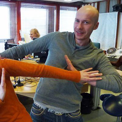 Minna Palokangas-Sirviö ja Hannu Korhonen valmistautuvat elokuun tanssitapahtumaan 2011.