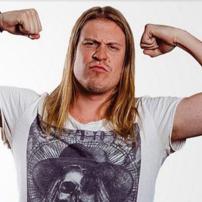 Matti Mäki-Kokkila on äänessä Radio SuomiRockin iltapäivissä.