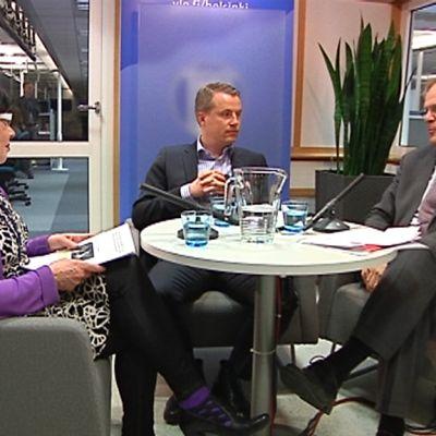 Työurista keskustelivat Outi Pukkilan johdolla Marcus Rantala (r.) ja Lauri Ihalainen (sd.)