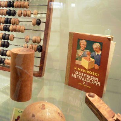 Liedon Vanhalinnan museoesineitä.