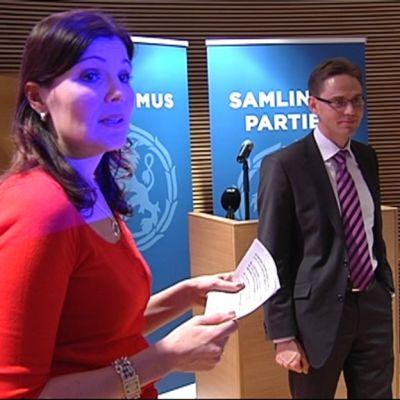 Sari Sarkomaa ja Jyrki Katainen.