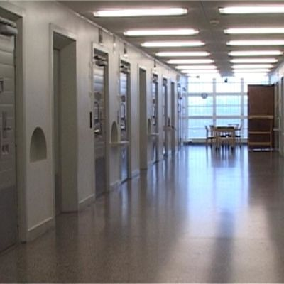 Sellien suljettuja ovia Riihimäen vankilassa