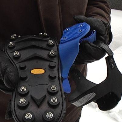 Järeimmät kenkien liukuesteet soveltuvat aina jäillä liikkumiseen saakka. Nastoitetut kantalaput helpottavat taajamissa liikkumista. liikkumista.